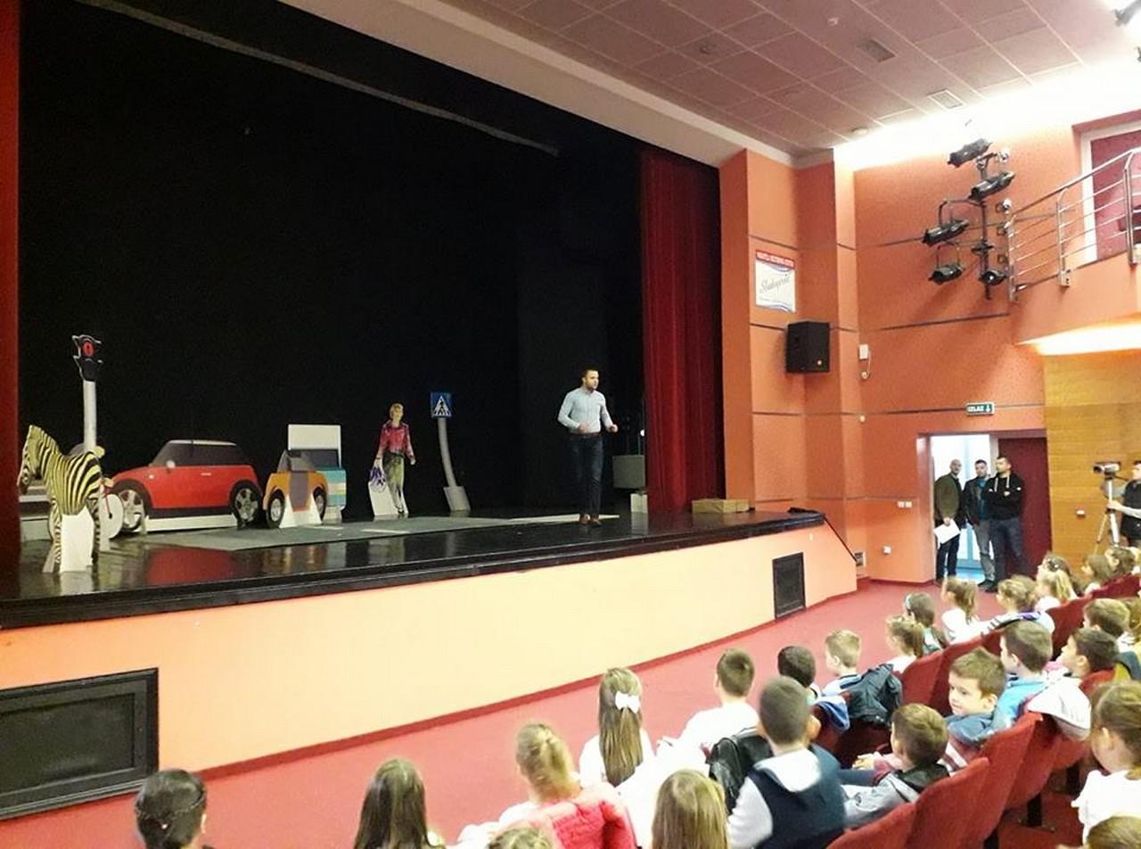"""У Културном центру Градишка јуче је одржана дјечија представа """"Мирка"""""""