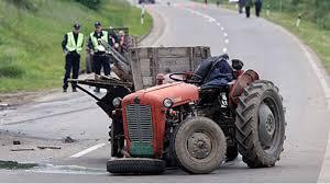 Возачи трактора и других радних и пољопривредних машина опрез на путу