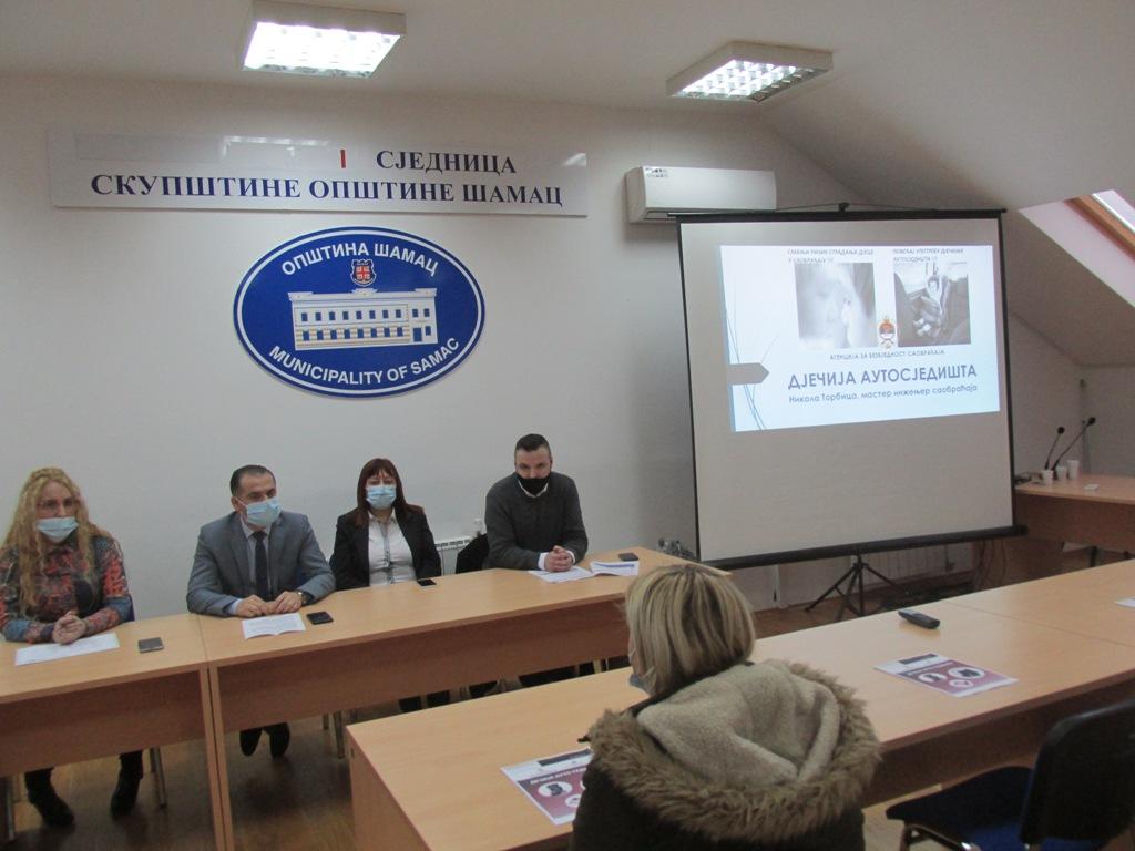 ЗАШТИТА ДЈЕЦЕ У САОБРАЋАЈУ Општина Шамац подијелила аутосједалице за 76 беба рођених у овој години